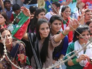 322697-imran-khan-rallies-thousands-in-pakistan