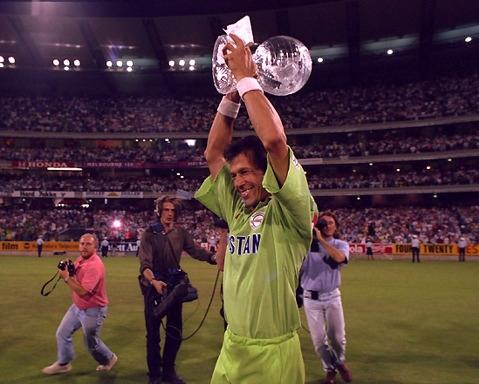 Alzando la copa del mundo en 1992