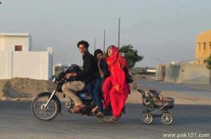 pakistani_family_riding_bike-other